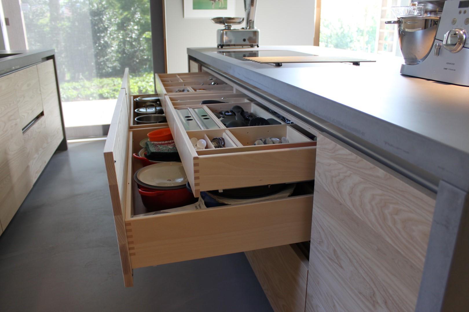 Moderne Keukens Met Hout : : Modern essenhouten keuken met beton ...